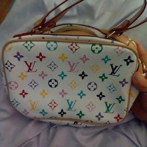 Like new authentic Louis Vuitton handbag purse